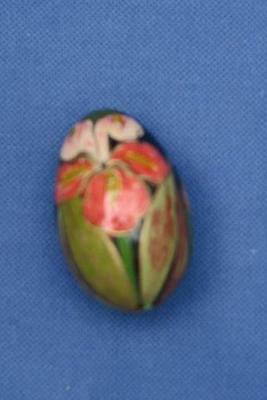 LACQUERED HAND PAINTED EGG Beautiful IRIS FLOWERS