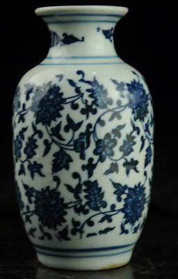 Old chinese hand-made Blue and White porcelain flower pattern vase b01