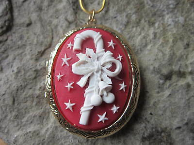 CHRISTMAS CANDY CANE CAMEO GOLD PLATED LOCKET - XMAS - HOLIDAY - FESTIVE - red
