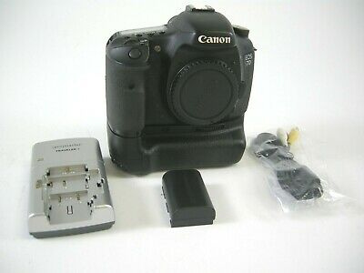 Canon EOS 7D 18.0MP Digital SLR Camera - Body Only (60,661 Clicks) w/Grip
