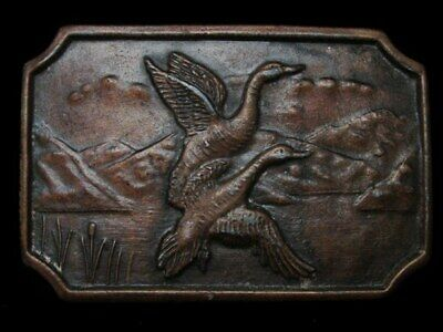 LC13110 VINTAGE 1970s **GEESE FLYING OVER LAKE** BIRD BELT BUCKLE