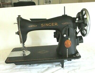 Singer Sewing Machine 1940 Model 15 Serial AF707558 w Accessories