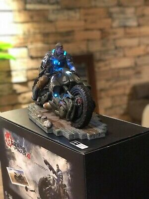 Gears Of War 4, Collectors Statue + Lithograph + Keychain