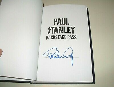 Signed Paul Stanley Backstage Pass Book KISS + 2 signature Guitar picks