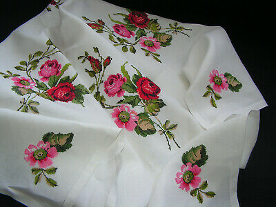 Truly B'ful Vtg Richly Hand Embroidered Lush Open & Budding Roses Tablecloth