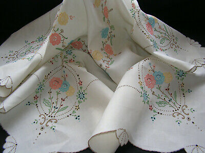 Truly B'ful Vtg Madeira Richly Hand Embroidered Lush Cutwork Flower Tablecloth