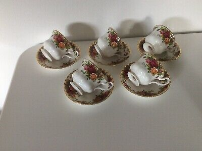 Set Of 5 Large Royal Albert Old Country Roses Tea Cups And Saucers
