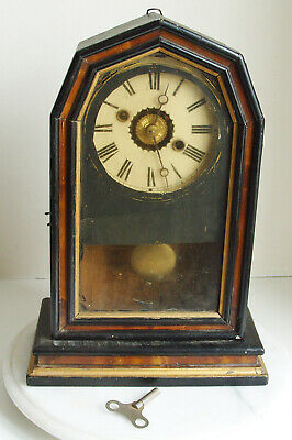 Vintage AMERICAN Mantle Clock 1900 - Wooden shaped case