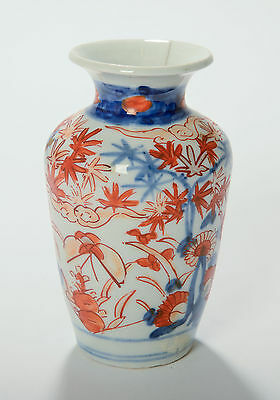 Antique Meiji Japanese Imari Porcelain Vase with Stylised Hand Painted Flowers