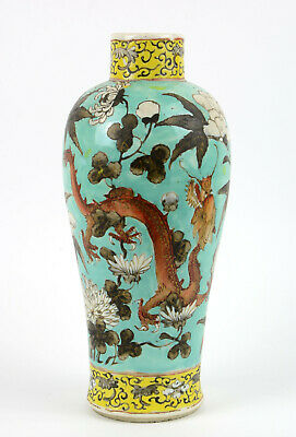 Good Chinese porcelain vase with dragons Guangxu period 19/20th c. H: 23,9 cm