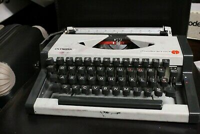 Olympia Traveller De Luxe S Portable Typewriter (Without Lid)