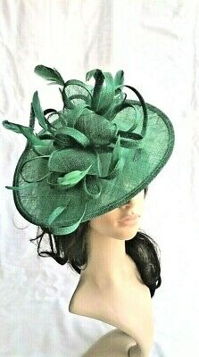 EMERALD GREEN SINAMAY & FEATHER FASCINATOR HAT.Shaped saucer disc,Wedding.NEW