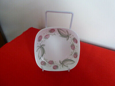 Susie Cooper Bone China England ~ Wild Strawberry C486 ~ Pin Dish ~ Pristine ~