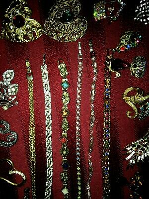 Lot of Vintage Jewelry 3 Necklaces / 15 Brooches / 6 Bracelets / Pair of Earring