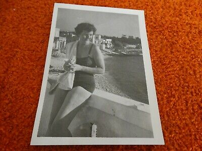 ancienne photo - pin-up a la plage