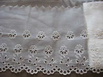 VINTAGE EMBROIDERED COTTON EYELET LACE DAISY SCALLOPED QUILTS  TRIM  4.5y A73