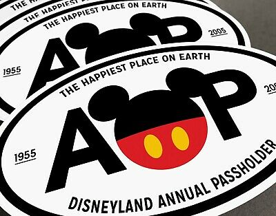 """Disneyland Mickey Mouse """"Happiest Place"""" Annual Passholder Car / Cruise Magnet"""