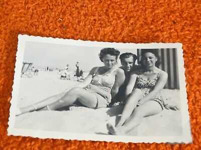 ancienne photo - pin up a la plage