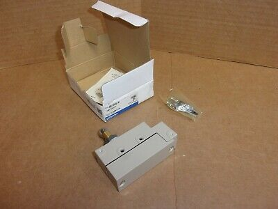 Omron Limit Switch ZE-Q22-2S , New In Box