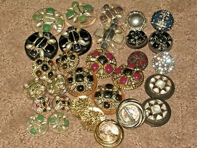 CHANEL  30 CC LOGO mixed glass pearls rhinestones BUTTONS MANY SIZES lot 30
