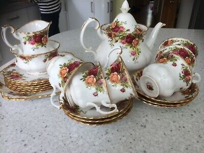 Royal Albert Old Country Roses 22 Pieces Cups Saucers Plates Teapot Sugar Milk