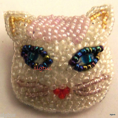 Beautiful Beaded Pin Face of a White Cat Feline Kitty-Adorable Blue Eyes MINT