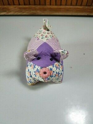 Cutter quilt pig tiny Trip Around the World pink vintage button nose