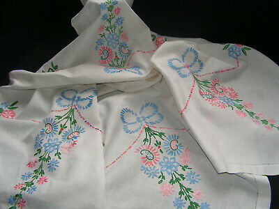 B'ful Vtg Richly Hand Embroidered Tall Stand Bouquet & Bow Irish Linen Tablcloth