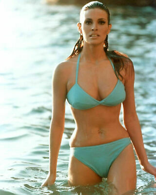 Raquel Welch Actress And Sex-Symbol - 8X10 Glossy Photo 3