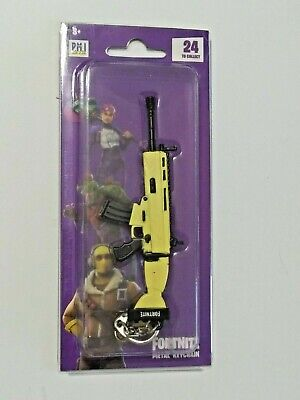"Epic Games Fortnite Licensed Metal Keychain ""Assault Rifle (Scar)"" Zuru"