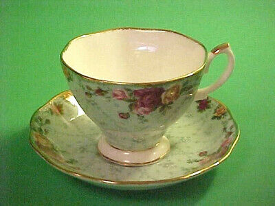 ROYAL ALBERT OLD COUNTRY ROSES PEPPERMINT DAMASK CUP and SAUCER ~ gold trim