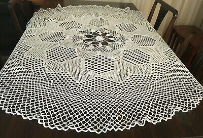 CROCHET  WHITE ROUND TABLECLOTH 140cm diameter  - Beautiful!