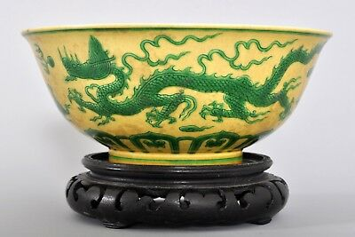 Antique Chinese porcelain Qing dynasty Imperial famille Jaune dragon bowl 1820