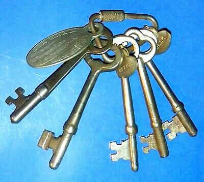 """Lot of Five Antique Skeleton Keys with """"If Found Return To"""" Fob"""