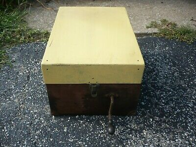 Victor VICTROLA Talking Machine Suitcase Model VV-50 Record Player free  ship