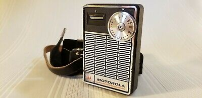 VINTAGE MOTOROLA MODEL X23E BATTERY OPERATED All TRANSISTOR RADIO with CASE (E)