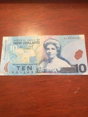 New Zealand 10 dollar paper note.
