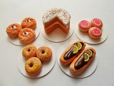 """Dolls House Miniature 5 X Mixed Sweet Food On 1"""" Cardboard Plates Combined P+P"""