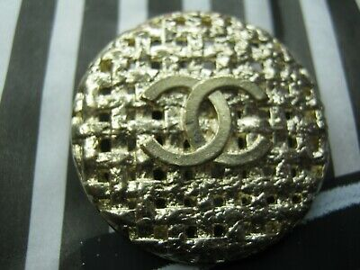 Chanel 1 Cc Logo  Matte Gold , Metal  ,  Button  26 Mm   New