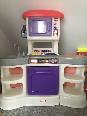 Little Tikes Kitchen With A Large Bundle Of Accessories