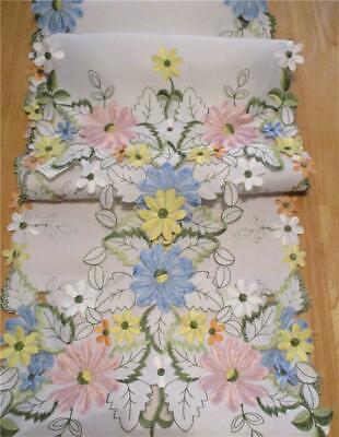 """Gorgeous Embroidered & Cut Out Daisy 🌼 Flowers 68"""" x 12"""" Table Runner 🌼 VGC"""