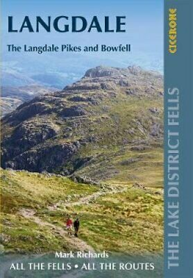 Walking the Lake District Fells - Langdale The Langdale Pikes a... 9781786310323