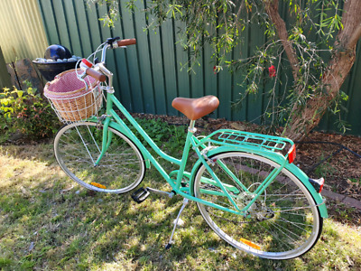 Vintage look cruiser in great condition with a few extras. A summer stunner