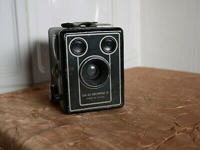 KODAK SIX-20 BROWNIE D Box Made by KODAK LTD London  (N5737)