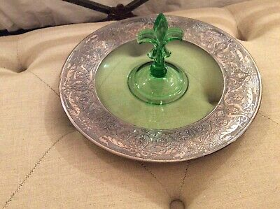 Silver Plated pgreen platter Fleur du Lis.  Silver plated with beautiful details
