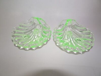 VTG Pair CLAM GREEN DEPRESSION footed Glass Bowls Dishes for salt/nuts Sauces