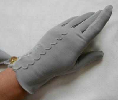 BNWOT Vintage 1960's Grey Nylon Embroidered Wrist Gloves Size 6 1/2, Small