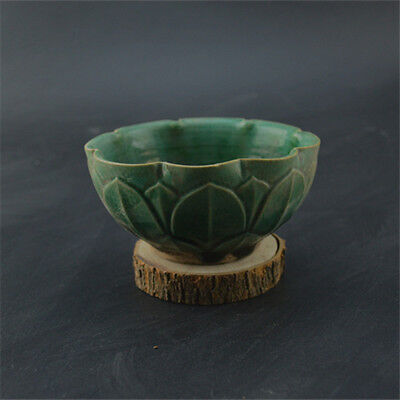 China Old Green Glaze Carved Flower Lotus Petal Pattern Porcelain Bowl
