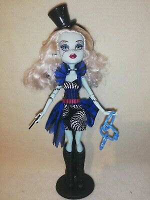 Monster High Frankie Stein Freak Du Chic Ex-Display Only. PERFECT AND MAGICAL!