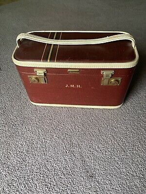 VINTAGE OSHKOSH CHIEF TRAIN CASE SUITCASE LUGGAGE 1950s Red With Stripes Mint